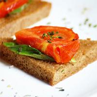 Идеи постного завтрака: помидоры против омлета