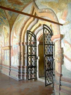 Как устроен храм: паперть и притвор