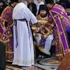 Чин умовения ног: первый стал слугой