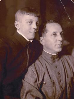 Дед и отец Вадима Олеговича: Михаил Иванович и Олег Михайлович Лопухины. 1936 г.