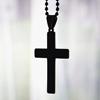 В Великобритании учителя снимают с детей кресты