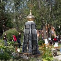 Мураново: священник и прихожане построили памятник жертвам Беслана