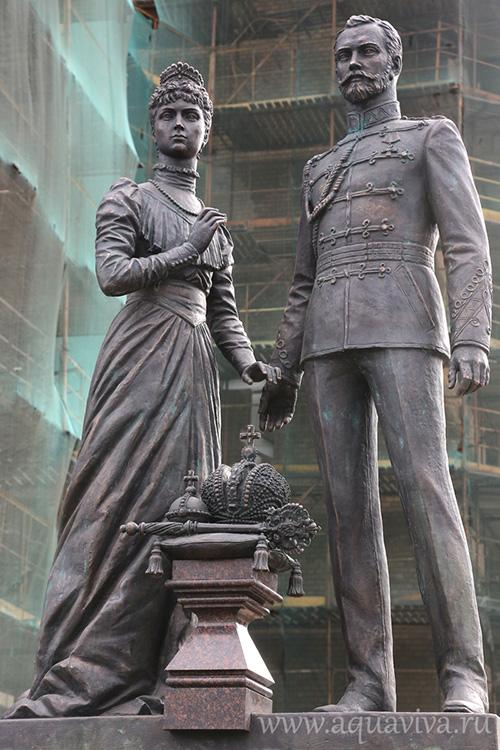 В памятники в россии известные люди купить формы для изготовление памятников ярославль