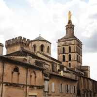 «Здесь танцуют»: провокационные скульптуры выставлены в алтаре капеллы папского дворца
