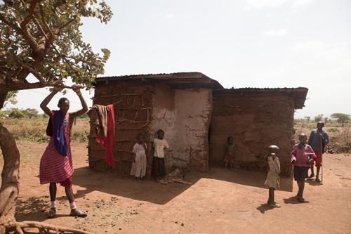 Как африканцы подвешивают свои члены рот высовывая