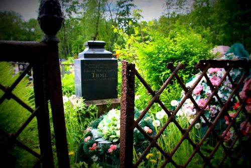 Смоленское кладбище напоминает